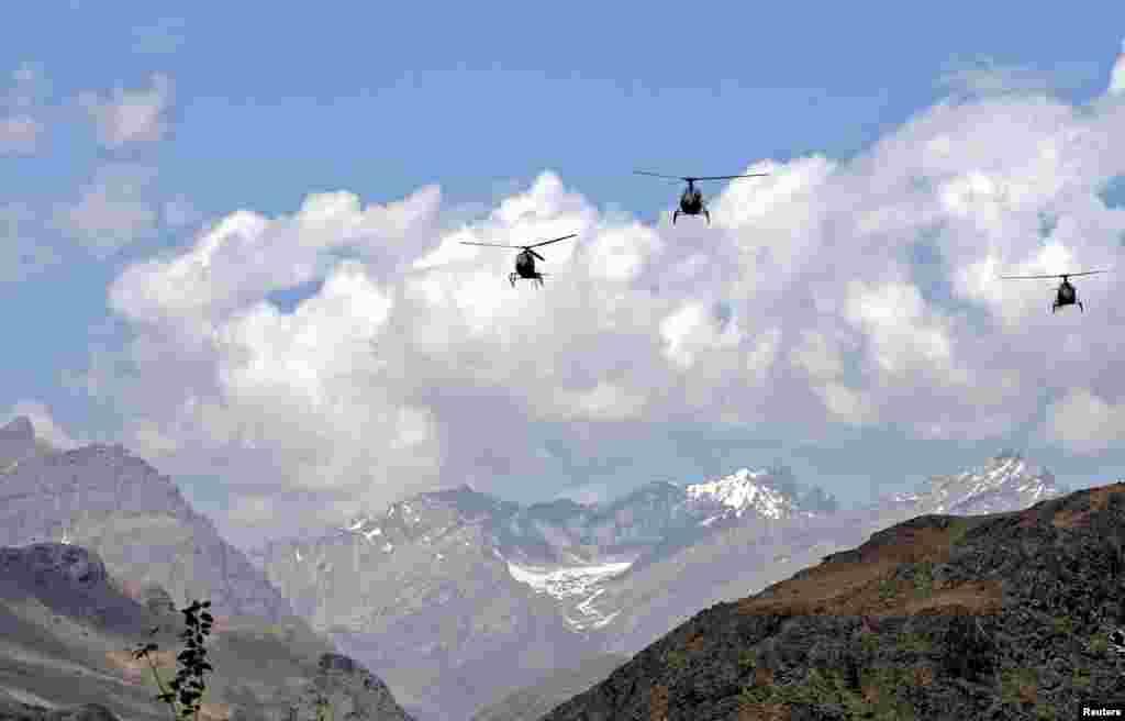 اس سرحد پر تعینات فوجوں اور لائن آف کنٹرول کی تصاویر