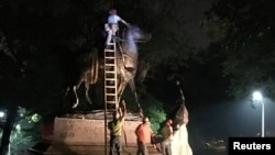 "Workers remove the monuments to Robert E. Lee, commander of the pro-slavery Confederate army in the American Civil War, and Thomas ""Stonewall"" Jackson, a Confederate general, from Wyman Park in Baltimore, Maryland, U.S. Aug. 16, 2017."