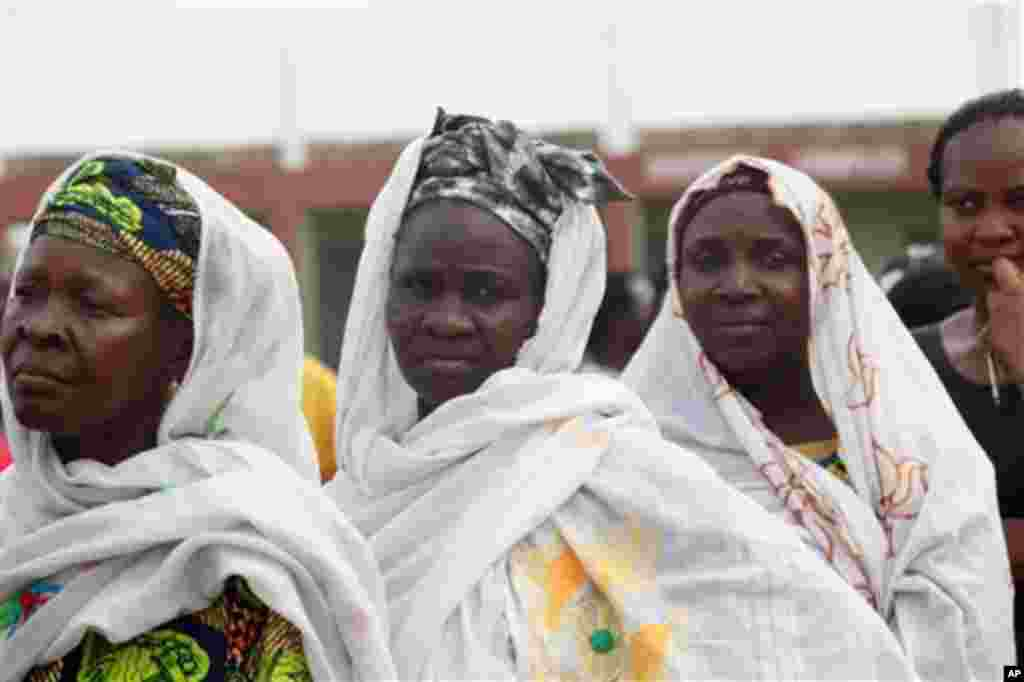 Yoruba women line up to cast their vote during the National Assembly election in Ibadan, Nigeria, Saturday, April 9, 2011.