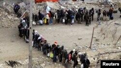 صف گروه های مخالف بشار اسد برای خروج از شهر حمص