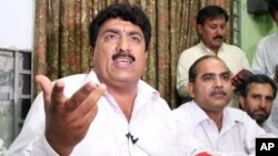 Jamil Afridi, left, brother of Pakistani doctor Shakil Afridi holds news conference, Peshawar, Pakistan, May 28, 2012.