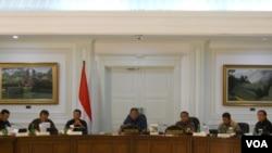 Presiden Yudhoyono dalam sidang kabinet paripurna Jumat (11/7) mengatakan bahwa dirinya tidak bisa mempengaruhi hasil Pemilu Presiden (VOA/Andylala)