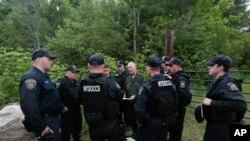 Sebagian dari tim pencari dua narapidana yang melarikan diri dari Lembaga Pemasyarakatan Clinton di Dannemora, New York.