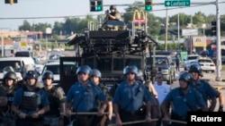 Ferguson'da son gösterileri durdurmakla görevlendirilen Missouri eyalet polisi