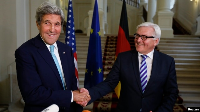 U.S. Secretary of State John Kerry (L) and German Foreign Minister Frank-Walter Steinmeier shake hands as they conclude remarks to the media in Vienna, Austria, July 13, 2014.