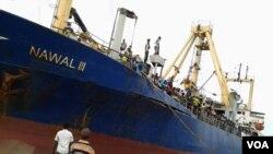 Warga Somalia yang meninggalkan Yaman sampai di kota pelabuhan Bossaso (foto: dok).