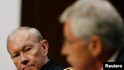 Menteri Pertahanan AS Chuck Hagel (kiri)
