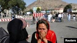 Wata Mata Na Kuka Bayan Harin Kunar Bakin Waken Da Aka Kai a Kabul, Afghanistan Yuli 23, 2016.