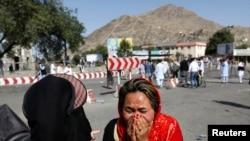 2016年7月23日一位妇女在阿富汗首都喀布尔炸弹爆炸现场哭泣