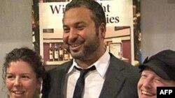 """Komičar Ahmed Ahmed, Amerikanac rodjen u Egiptu, učestvuje u predstavi """"Funatical""""."""