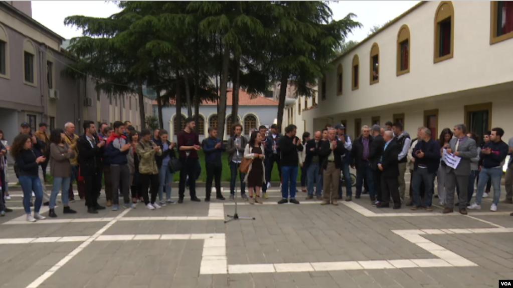 Tiranë: Polemika mbi fatin e ndërtesës së Teatrit Kombëtar