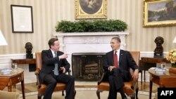 Праворуч: президент США Барак Обама під час зустрічі з британським прем'єром у Білому домі.