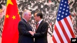 Aunque el presidente de Estados Unidos, Donald Trump, prometió durante su campaña imponer un arancel del 45% sobre las importaciones chinas y clasificar al país como manipulador de divisas, ha dado indicios de que vaya a hacer ninguna de las dos casas.