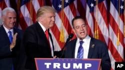 美國第45任總統川普宣佈共和黨全國委員會主席雷恩斯普利巴斯(右)出任其白宮幕僚長。(圖為兩人在總統競選時資料照。)