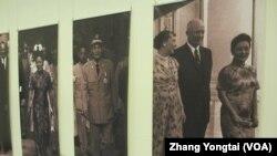 美台元首外交影像展中的部分照片(美国之音张永泰拍摄)
