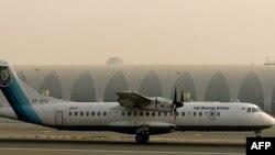 Pesawat buatan Perancis ATR-72 milik maskapai Iran Aseman Airlines di bandara Dubai, 29 Juli 2008.