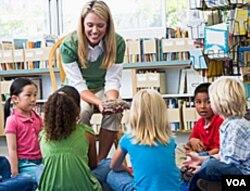 Sesi dongeng di salah satu perpustakaan Amerika. Perpustakaan merupakan salah satu institusi penting dalam kehidupan warga Amerika.