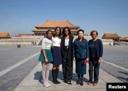米歇尔.奥巴马和彭丽媛在北京游览故宫