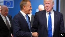 Le président américain Donald Trump et le président du Conseil Donald Tusk à Bruxelles, le 25 mai 2017.