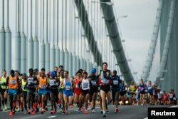 Men's elite runners make their way across the Verrazano-Narrows Bridge during the New York City Marathon in New York, Nov. 2, 2014.