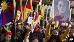 Surgundagi tibetliklar Xitoy siyosatiga norozilik bildirmoqda, Daramsala, Hindiston.