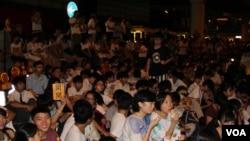 香港中學生自發罷課誓爭真普選(美國之音海彥拍攝)