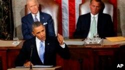 این عکس سخنرانی آقای اوباما در سخنرانی سال پیش است. امسال بجای جان بینر، پل رایان، پشت سر اوباما در کنار بایدن خواهد نشست.