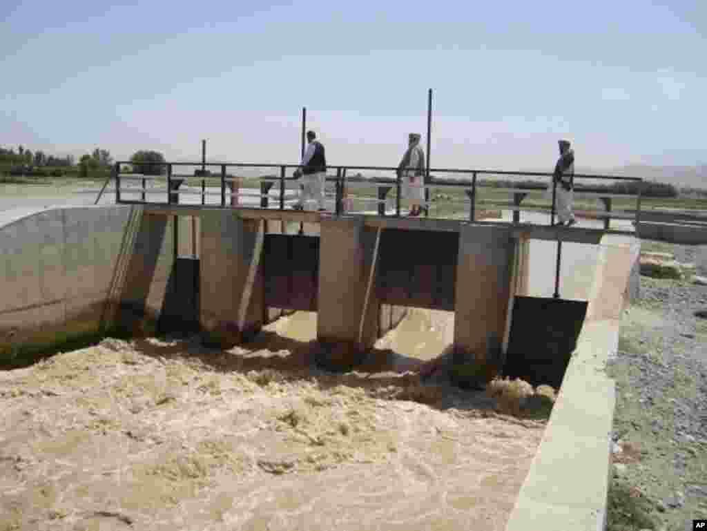 سیستم آبیاری در بغلان با ساخت چندین بند آبی
