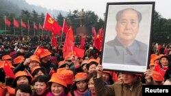 2013年12月26日人们在韶山纪念毛泽东120岁生日