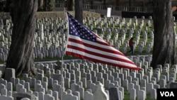 Serán sepultados con honores militares en el Cementerio Nacional de Arlington.