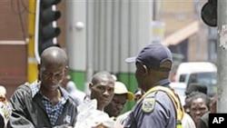 Imigraçao torna-se problema em vários paises africanos. na foto imigrantes zimbabwianos na Africa do Sul