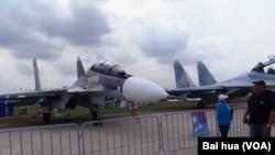 去年莫斯科国际航空展上展出的俄军苏-30SM战机 (美国之音白桦拍摄)