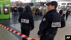 法国警方人员(资料照片)
