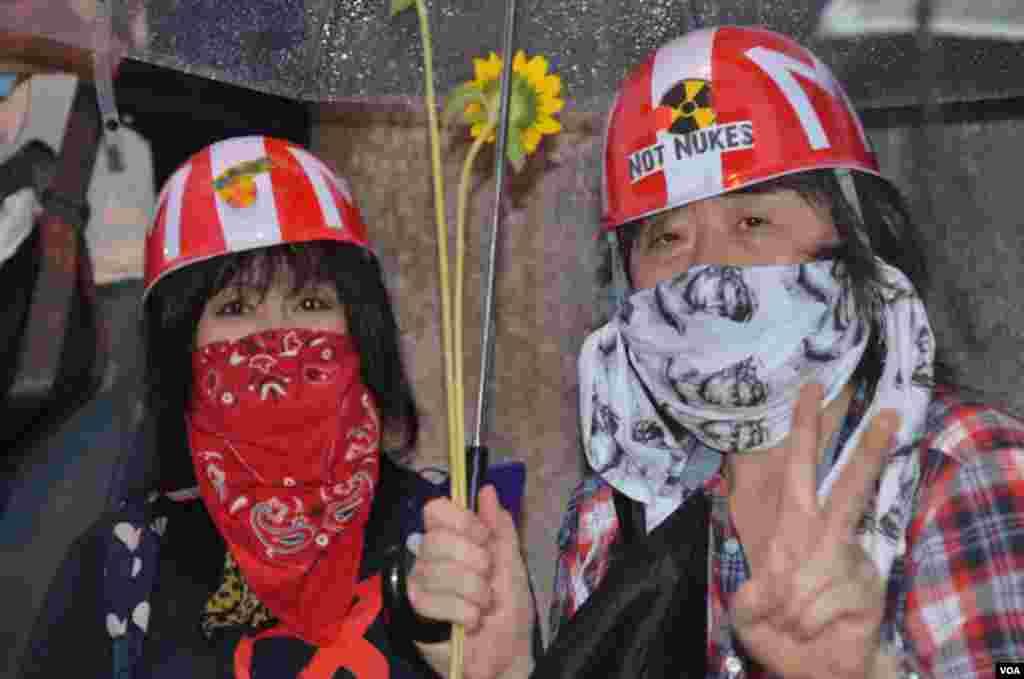 Протести під дощем у Токіо.