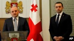 Миндиа Джанелидзе (слева) - новый министр обороны Грузии