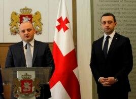 Ông Mindia Janelidze (trái), bộ trưởng Quốc phòng Gruzia mới được bổ nhiệm, phát biểu trong một cuộc họp báo ở Tbilisi, Gruzia, 5/11/2014.