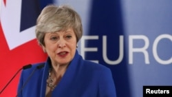 La Première ministre britannique Theresa May face à la presse à l'issue du sommet extraordinaire des dirigeants de l'Union européenne sur le Brexit, organisé à Bruxelles (Belgique), le 11 avril 2019.