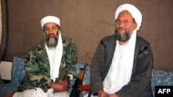 Osama bin Laden (chapda) va Ayman al-Zavohiriy