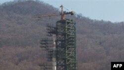 Північнокорейська ракета на стартовому майданчику