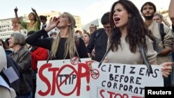 Ribuan demonstran melakukan unjuk rasa di Brussels, Belgia untuk memrotes TTIP dan CETA hari Selasa (20/9). Demonstrasi yang sama dilakukan di Jerman pekan sebelumnya.