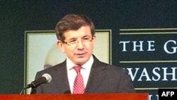 Ngoại trưởng Thổ Nhĩ Kỳ Ahmet Davutoglu phát biểu tại Ðại học George Washington, ngày 9 tháng 2, 2012