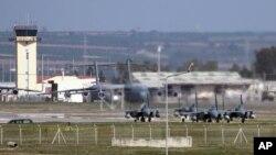 Pesawat jet milik Angkatan Udara Kerajaan Saudi terlihat diparkir di bandara MIliter Incirlik, Turki, 26 Februari 2016. (Foto: dok).