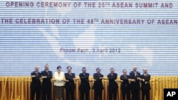 Presidents and prime ministers pose for a photograph during the opening ceremony of the 20th ASEAN summit and the celebration of the 45th Anniversary of ASEAN at the Peace Palace, in the Office of the Council of Ministers in Phnom Penh, April 3, 2012.