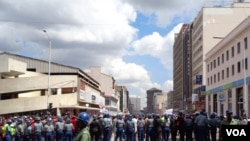 There was a heavy police presence in Harare as MDC-T protesters flooded the streets. (Photo: VOA)
