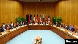 عکس آرشیوی از دور قبلی گفتگوهای هسته ای ایران و قدرت های جهانی در وین