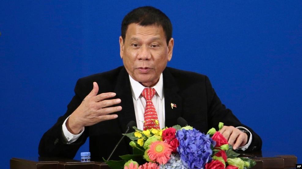 Tổng thống Philippines Rodrigo Duterte phát biểu trong Diễn đàn Đầu tư Thương mại Philippines-Trung Quốc tại Đại lễ đường Nhân dân ở Bắc Kinh, ngày 20 tháng 10 năm 2016.