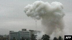 Khói bụi sau vụ nổ ở Kandahar, Afghanistan, ngày 12 tháng 2, 2011