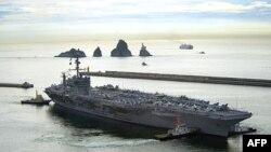 美国海军华盛顿号航空母舰驶离韩国釜山港参加军演