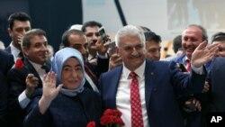 Binali Yildirim watorewe umwanya w'umukuru w'ishyaka riri ku butegetsi muri Turkiya