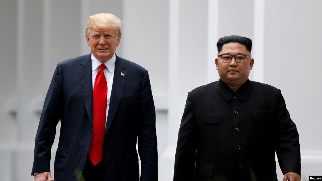 Tổng thống Mỹ Donald Trump và Lãnh tụ Triều Tiên Kim Jong Un gặp nhau tại Singapore, tháng 6/2018.